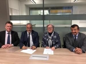 توقيع اتفاقية تعاون بين جامعة عمان الاهلية وجامعة الستر البريطانية