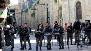 اغلاق الاقصى واستشهاد فلسطيني اطلق النار على شرطة الاحتلال