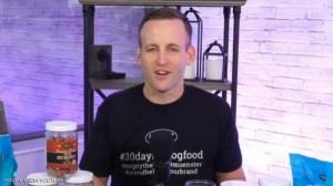 رجل يتناول طعام الكلاب 30 يوما .. والسبب؟