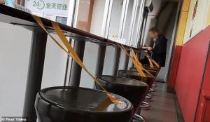 بالصور...مطاعم الصين تحارب كورونا على طريقتها