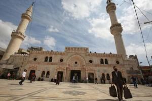 الحكومة: اعادة فتح المساجد اعتبارا من 5 حزيران المقبل
