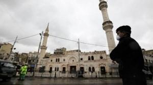 شرطة راجلة أمام المساجد .. ومنع الباعة المتجولين من الوقوف أمامها