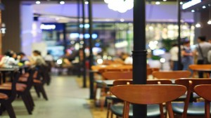 مطالبة بتمديد ساعات عمل المطاعم والكافيهات والمحال التجارية للأسباب التالية .