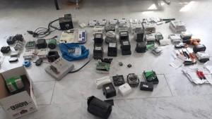 ضبط شخصين شكلا خلية جرمية للتلاعب بعدادات الكهرباء لشركات ومنازل مقابل مبالغ مالية