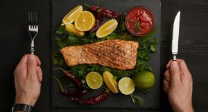 أطعمة تساعد في الحصول على عضلات بطن مسطحة