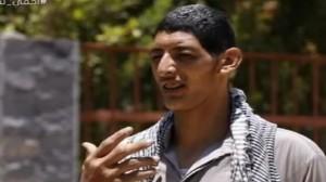 بالفيديو.. أطول رجل في دولة عربية: نفسي ألبس زي الناس بسهولة