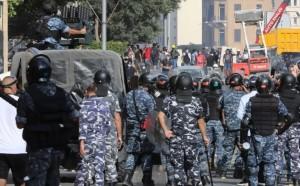 لبنان ينتفض .. اقتحام وزارات ومقتل عنصر أمن ومواجهات عارمة