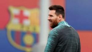 ميسي يعود لتدريبات برشلونة لأول مرة بعد انتهاء أزمة رحيله