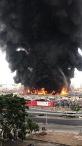 اندلاع حريق ضخم في مرفأ بيروت
