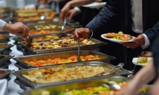وزيرة السياح: تقديم الطعام بالفنادق في الغرف فقط