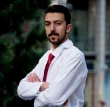 الطالب الصيدلاني محمد الريالات من عمان الاهلية في