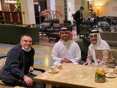 أدرعي ينشر صور لقائه بزوار من الخليج