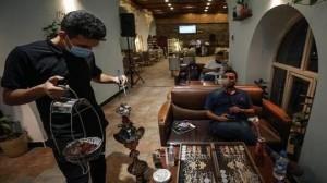 أبو ظبي تسمح بإعادة تقديم الشيشة في المقاهي