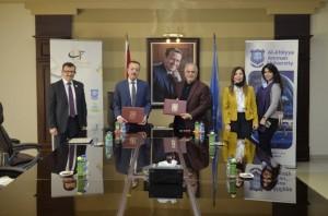 اتفاقية دراسة سريرية بين جامعة عمان الأهلية والشركة الأردنية لإنتاج الأدوية