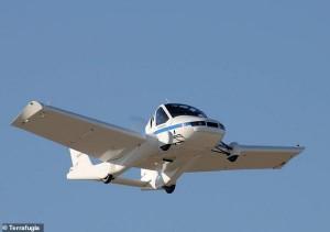 أول سيارة طائرة في العالم تحصل على ترخيص رسمي للتنقل
