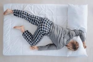 احذر من النوم بهذه الوضعية...أضرارها خطيرة