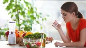 الماء بعد الأكل مباشرة هل هو نافع أم ضار...إليكم الحقيقة!