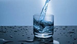كم يحتاج الجسم من الماء يوميا في رمضان؟