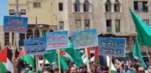 المئات في وقفة نصرة للمسجد الأقصى بساحة المسجد الحسيني