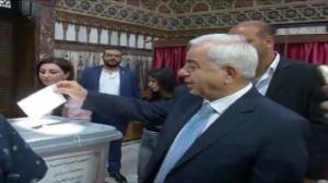 كيف بارك المرشح الخاسر للأسد فوزه؟