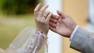 رغم مرضه بكورونا .. تونسي يقيم حفل زفافه وتسبب في وفاة والدته