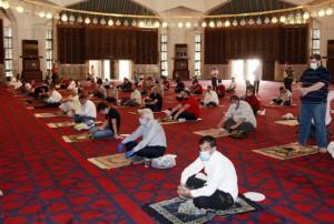 الصحة : لم نراجع التباعد في المساجد