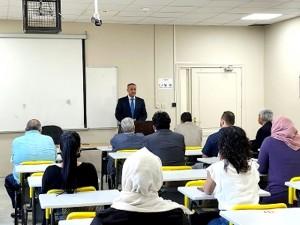 عميد البحث العلمي في عمان الاهلية يلتقي أساتذة