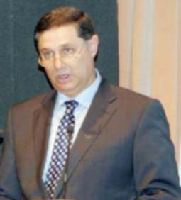 وزير الزراعة يحصر أذونات التصدير والاستيراد من وإلى العراق به شخصيا