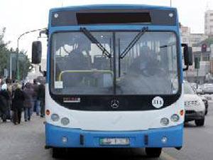 الحكومة تدرس دعم طلبة الجامعات من خلال منح خصومات على أجور النقل