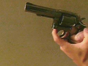 """رجل يطلق النار على عائلة في """"النزهة"""" وآخر يصاب في رأسه بالسلط"""