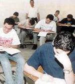 حرمان طالب من امتحان الثانوية لحيازته مسدسا وهاتفا نقالا