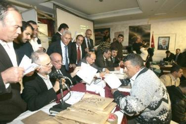 طبيشات نقيبا للمحاميين الأردنيين بفارق 90 صوتا عن الخوالدة