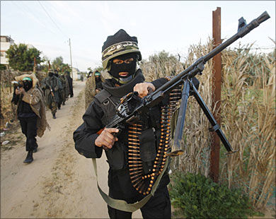 عسكريون إسرائيليون يطالبون بالانسحاب ويقرون بصمود المقاومة
