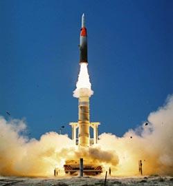 مدمرتان أمريكيتان تتأهبان لاعتراض صاروخ كوري شمالي وشيك