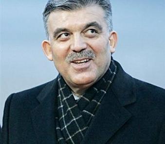 غول يصل بغداد في اول زيارة لرئيس تركي منذ 33 عاما