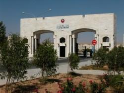 """"""" الهاشمية"""" تمنع طالبين من الدخول إلى الحرم الجامعي"""