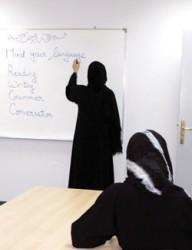 مديرة مدرسة تعتدي على معلمة بالسب والشتم أمام الطالبات
