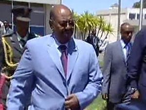 """البشير يواصله تحديه """"للجنائية"""" ويزور إثيوبيا"""