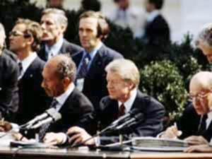 """بعد ثلاثين عامًا ووسط إجماع وطني ..هل تلغي مصر اتفاقية """"كامب ديفيد"""" مع إسرائيل?"""