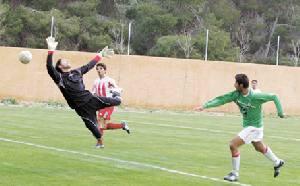 الاعتداء على الحكم يوقف قمة دوري الشباب لكرة القدم