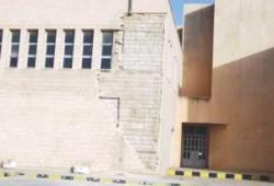 انهيار جزء من الواجهة الحجرية الأمامية لمدرسة الصريح الثانوية للبنات