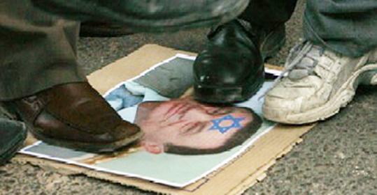 عمان :الشتائم انهالت على مبارك والامن طوق السفارة المصرية