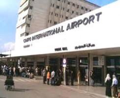 700 طالب وطالبة يصلون مطار القاهرة والسفير الملقي يتابع أوراق مغادرتهم