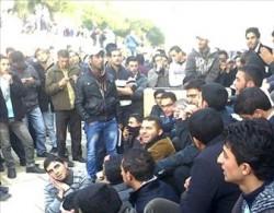 """طلبة """"البوليتكنك """" يواصلون اعتصامهم احتجاجاً على النهج الذي تتبعه الجامعة"""