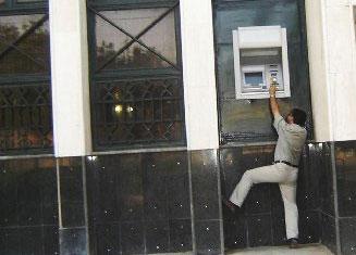 احباط محاولة سرقة صراف آلي في احد البنوك في اربد