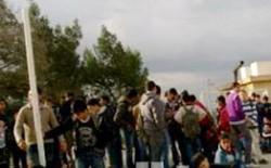 """الهاشمي الشمالي: طلاب يرددون """"""""الشعب يريد إسقاط المدير"""""""