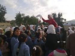 """اعتصام يعطل الدراسة في مدرسة الشيخ حسين وسط غياب """"التربية"""""""