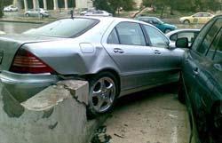 اصابة ثلاث طالبات جراء تدهور سيارتهن على الطريق الصحرواي
