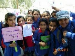 الرصيفة : مظاهرة لطالبات الابتدائي للمطالبة بتغيير المريول المدرسي