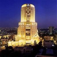 حدث في عمان .. إقامة خطبة وصلاة جمعة في فندق خمس نجوم
